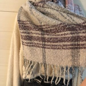 Urban Outfitters Accessories - {uo} chunky blanket scarf